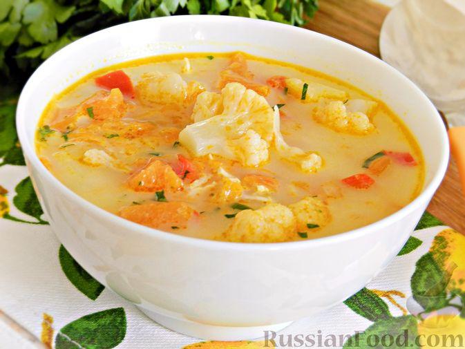 Тыквенный суп с курицей, цветной капустой и сливочным сыром