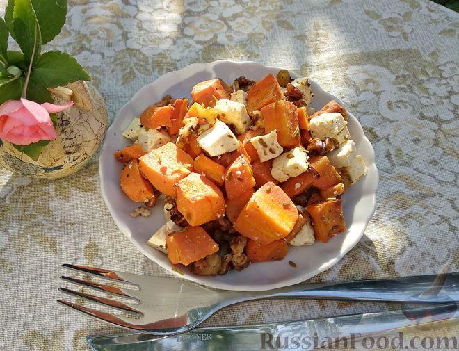 Морковь, запечённая с пряностями и грецкими орехами, с брынзой