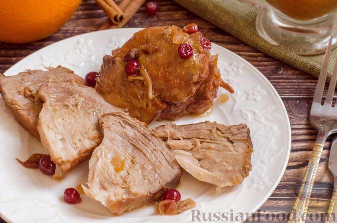 Пряная свинина, тушенная с клюквой, апельсином и горчицей