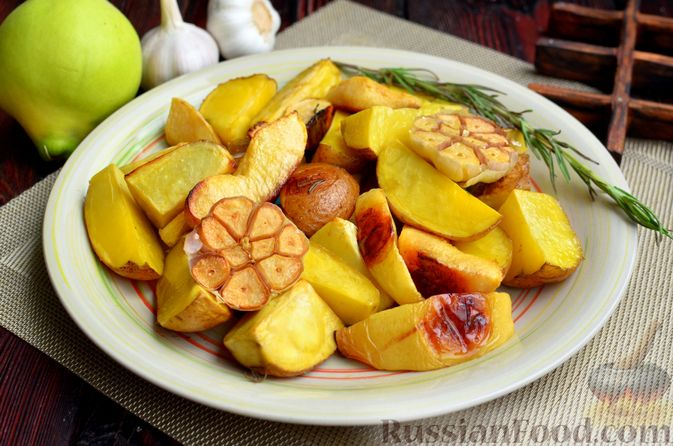 Картофель, запечённый с айвой и розмарином