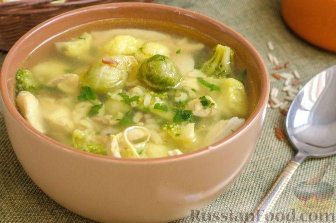 Куриный суп с брокколи, цветной и брюссельской капустой