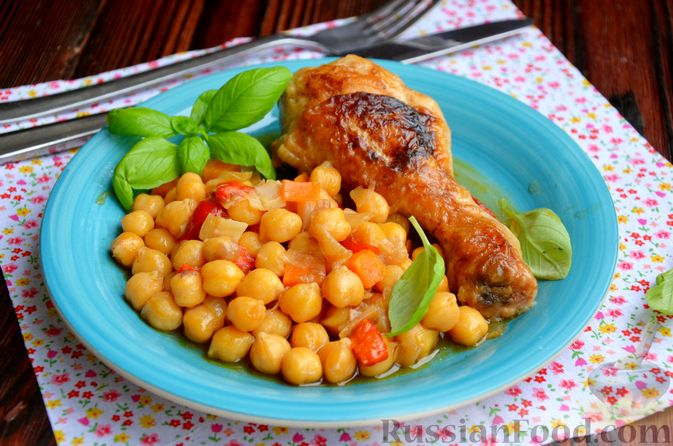 Куриные голени, тушенные с нутом и овощами