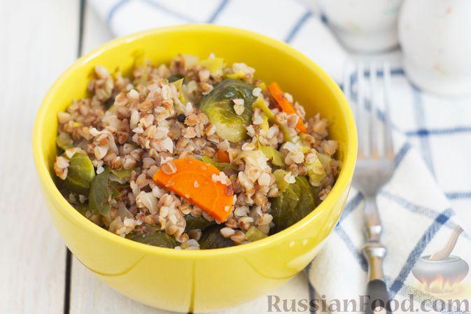 Гречка с брюссельской капустой, луком-пореем и морковью