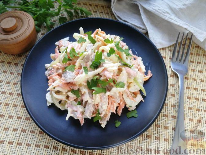 Мясной салат с сыром, морковью и маринованным луком