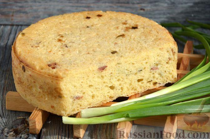 Дрожжевой картофельный хлеб с беконом и зелёным луком
