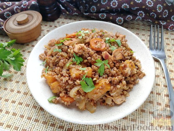 Гречка с курицей, тыквой и морковью (на сковороде)