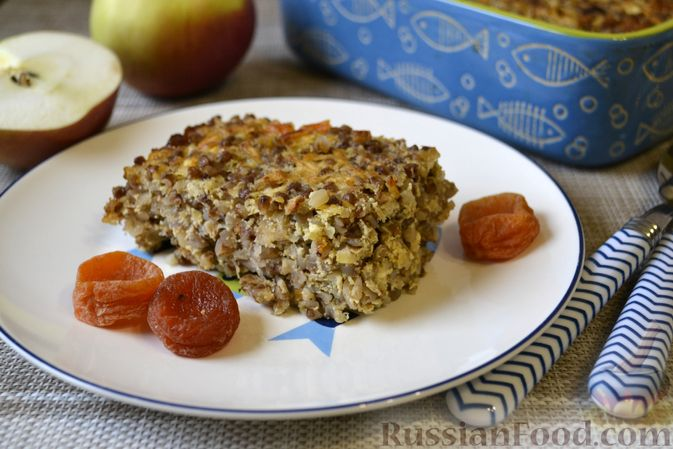 Гречневая запеканка с творогом, яблоками, сухофруктами и грецкими орехами