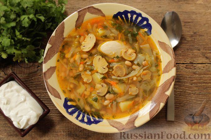 Суп с консервированной фасолью, маринованными грибами, курицей и капустой