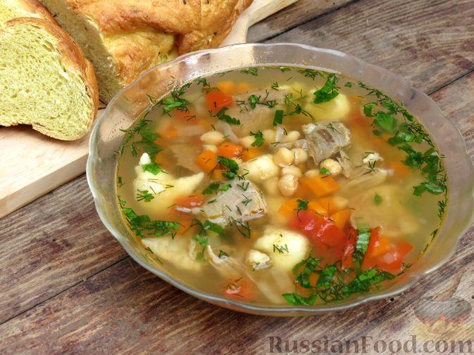 Говяжий суп с нутом, клёцками и помидорами
