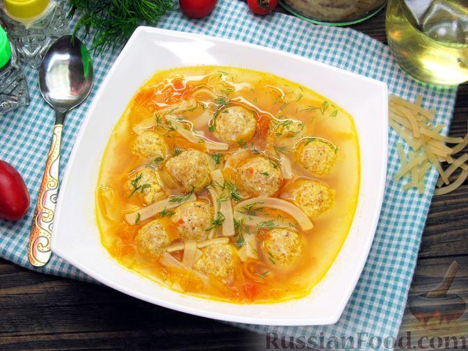 Суп с куриными тефтелями, лапшой и помидорами
