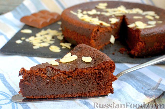 Опавший шоколадный пирог с миндальной мукой, на оливковом масле