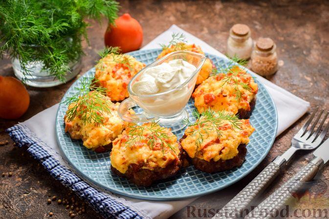 """""""Стожки"""" из мясного фарша с помидорами, яйцами и плавленым сыром"""