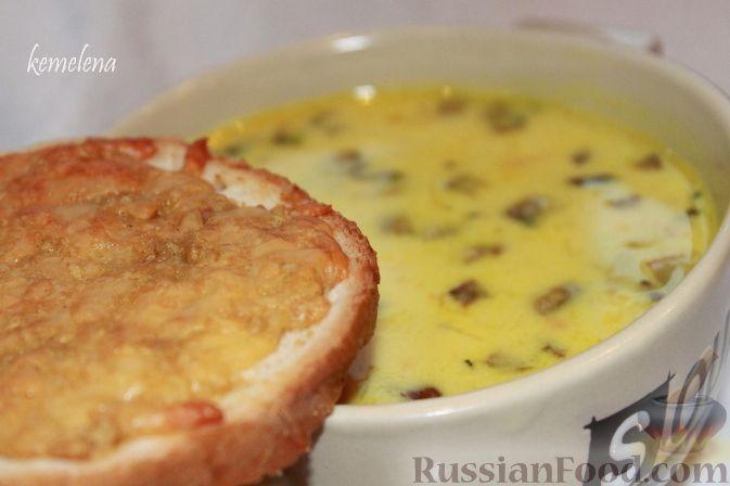 Сливочный грибной суп с чесночно-сырными гренками