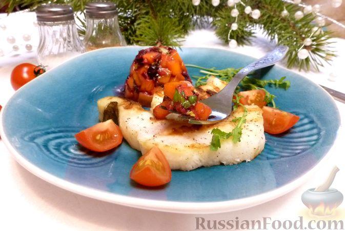 Рыба с сальсой из хурмы и клюквы