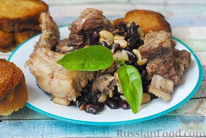 Свиные рёбрышки, запечённые с фасолью и хлебом (кассуле)