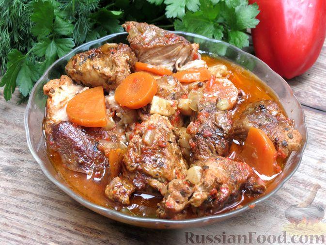 Рагу из свинины с морковью, сладким перцем, сельдереем и белым вином
