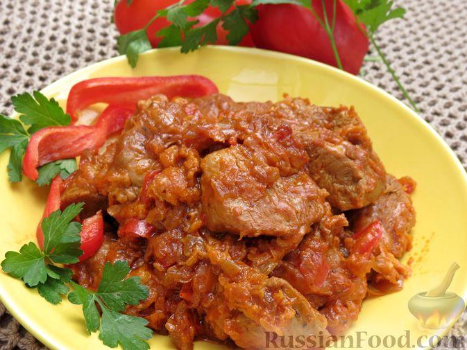 Индейка, тушенная с овощами в томатном соусе, с сыром