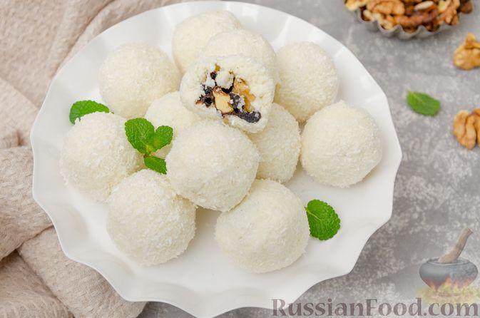 Творожные конфеты с черносливом, орехами и кокосовой стружкой