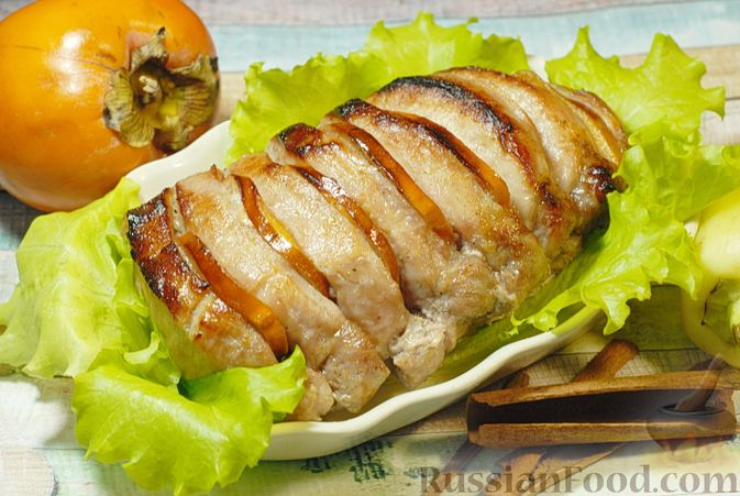 Свинина, запечённая с хурмой и болгарским перцем в пряной масляно-медовой глазури