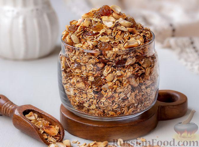 Гранола с орехами, изюмом и мёдом (на сковороде)