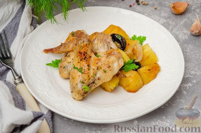 Картофель, запечённый с куриными крыльями и черносливом (в рукаве)
