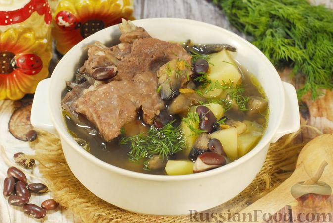 Суп с шампиньонами и фасолью на говяжьем бульоне