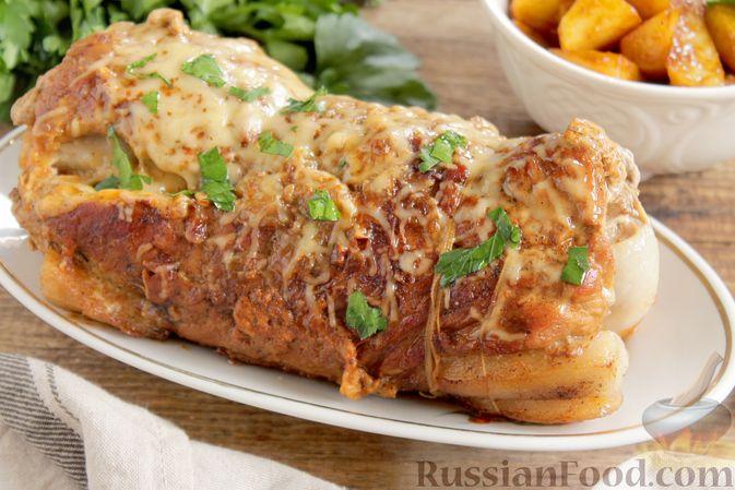Мясной рулет с луком и сыром (в духовке)