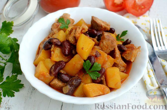 Картошка, тушенная со свининой и фасолью