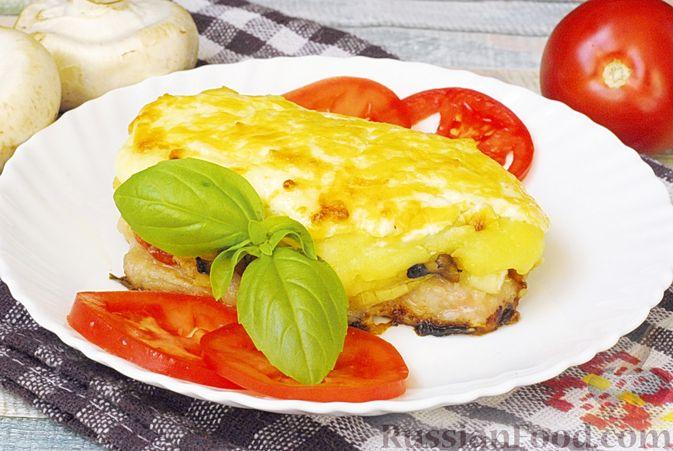 Мясо по-французски с помидорами, грибами и картофельным пюре
