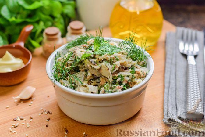 Салат с тунцом, корнем сельдерея и луком