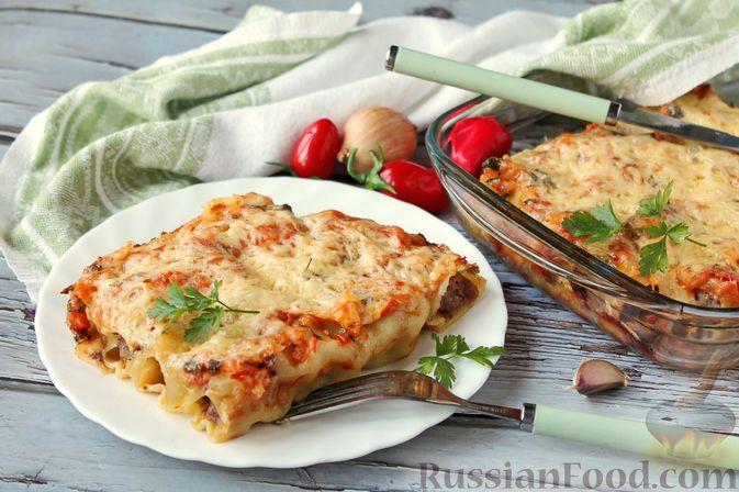Каннеллони с мясным фаршем, запеченные под томатным соусом и сыром