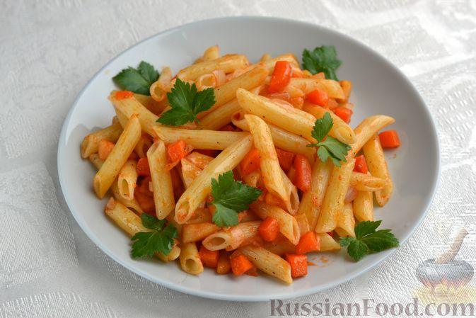 Макароны с морковью, луком и яблоком