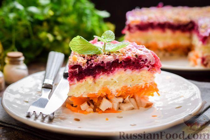 Слоёный салат с копчёной курицей, картофелем, морковью, свёклой и черносливом