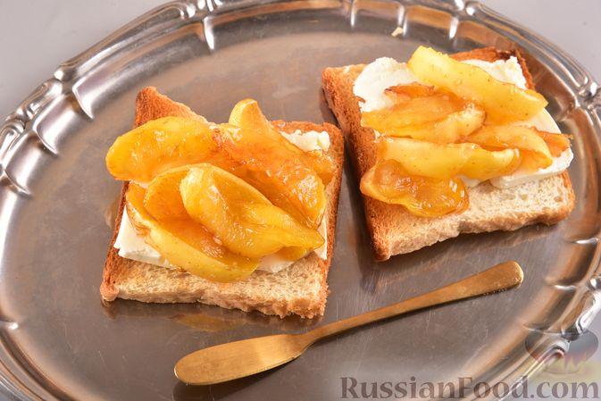 Тосты со сливочным сыром и карамелизированными яблоками