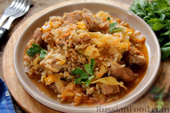 Капуста, тушенная с мясом и рисом (на сковороде)