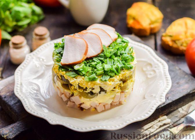Слоёный салат с копчёной курицей, маринованными шампиньонами и огурцами