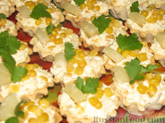 Салат-закуска с ананасами и кукурузой