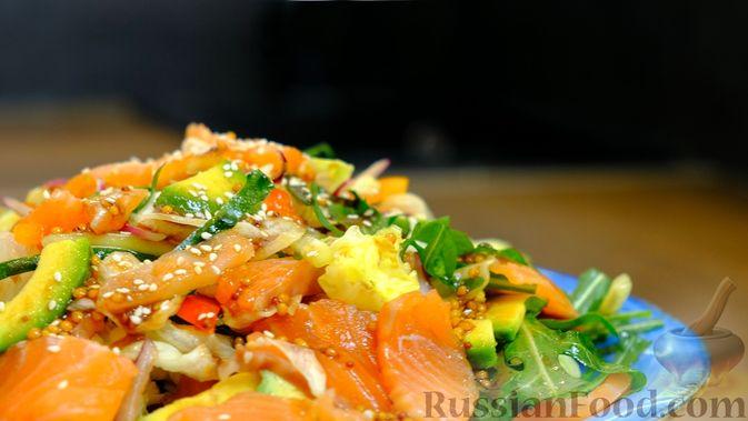 Праздничный лёгкий салат с сёмгой и авокадо (без майонеза)