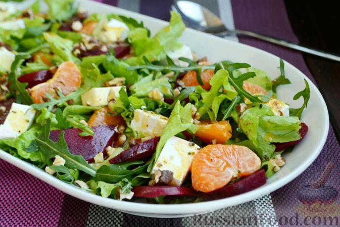 Салат из запечённой свёклы с мандаринами, фетой и грецкими орехами