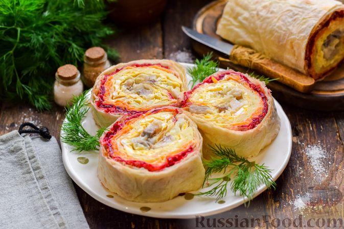 Рулет из лаваша с сельдью, свёклой, морковью и картофелем