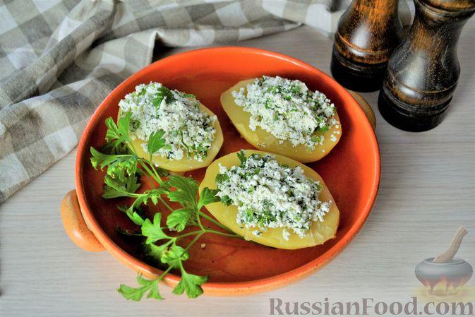 Отварной картофель с творогом, зеленью и чесноком