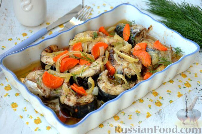 Скумбрия, запечённая с морковью и луком (в рукаве)