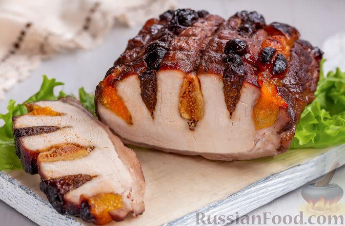 Свинина, запечённая с сухофруктами и медовой глазурью