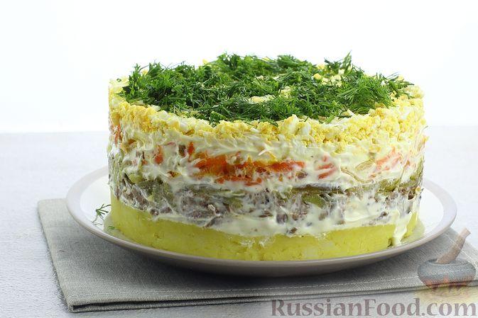Слоёный салат со шпротами, картофелем, морковью и маринованными огурцами