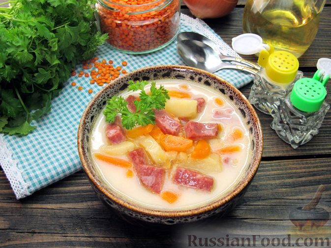 Сырный суп с чечевицей и колбасой