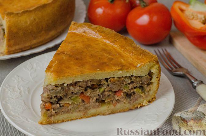 Пирог из творожного теста с мясным фаршем, куриной печенью, грибами и овощами