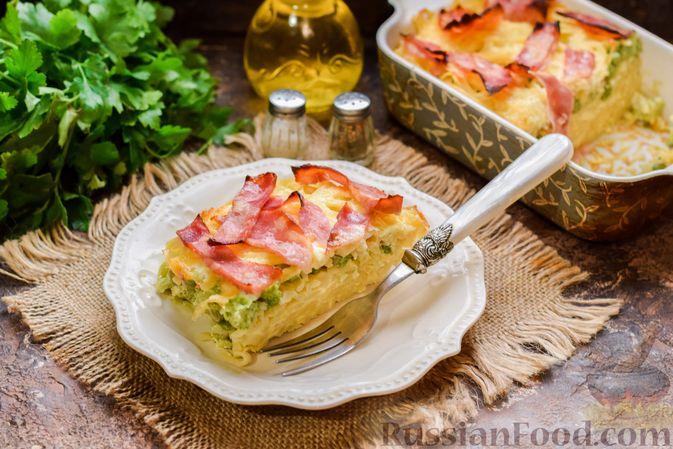 Запеканка из лапши с брокколи, зелёным горошком, беконом и сыром