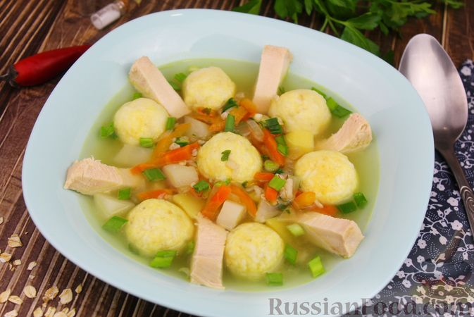 Куриный суп с яичными шариками, овсяными хлопьями и сладким перцем