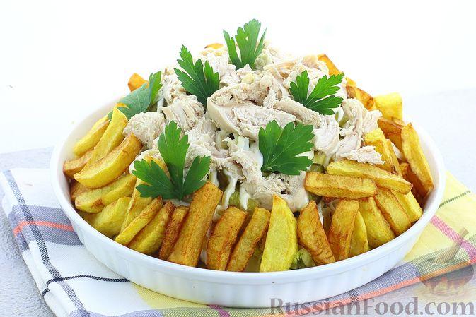 Салат с курицей, картофелем, пекинской капустой и солёными огурцами