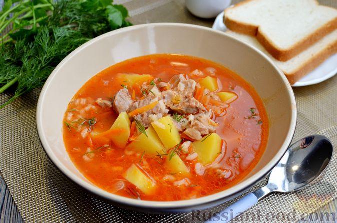 Томатный суп со свининой и рисом